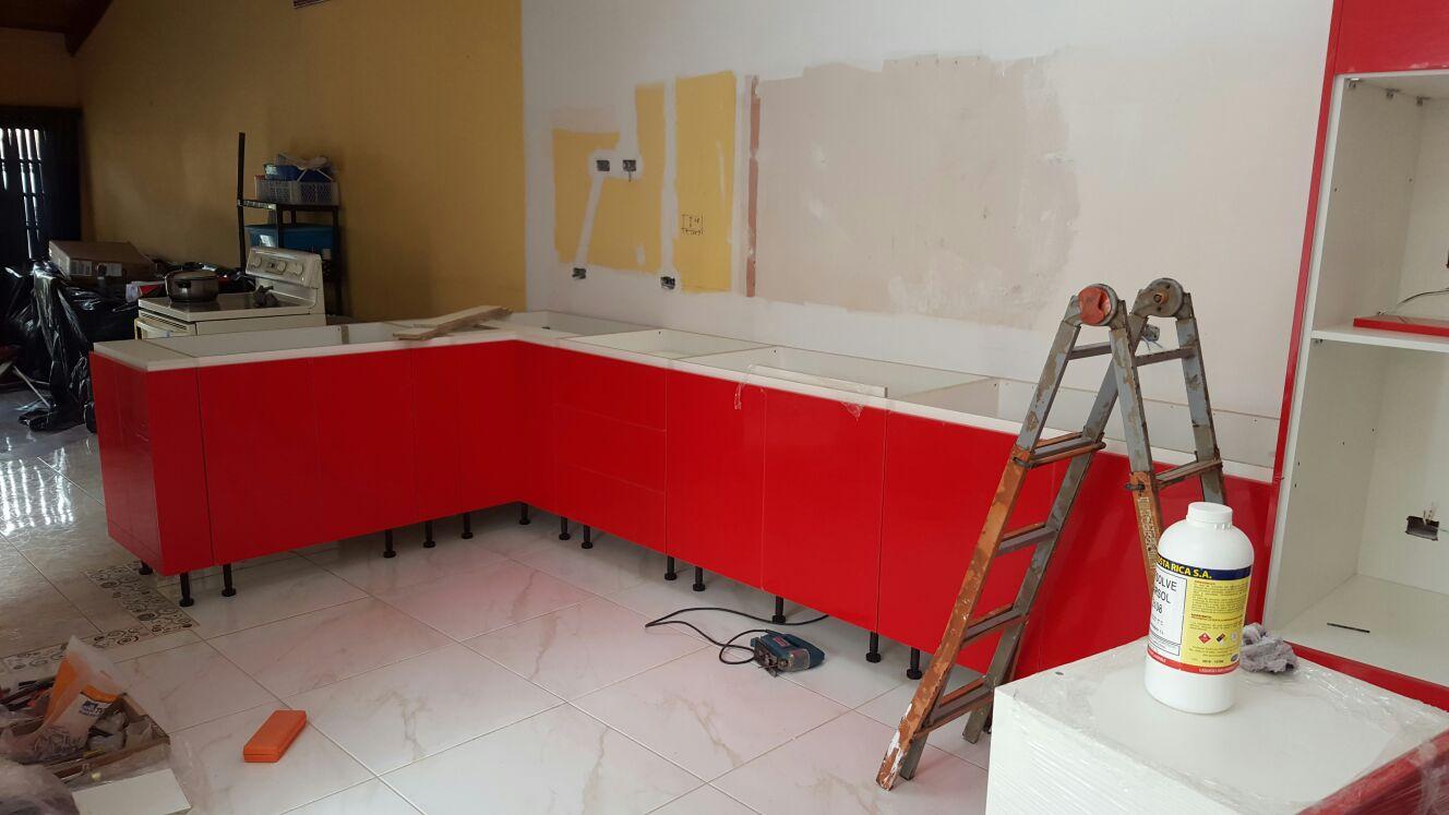 Muebles de cocina alto brillo rojo muebles pro for Proyecto muebles de cocina